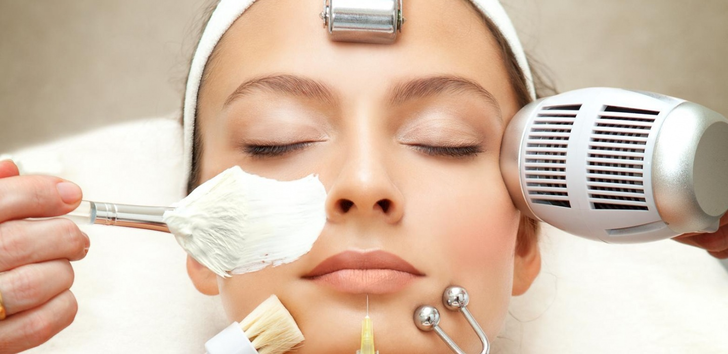 A lady having a softmesolgy and dermafrac beauty treatment in Cloud twelve spa.