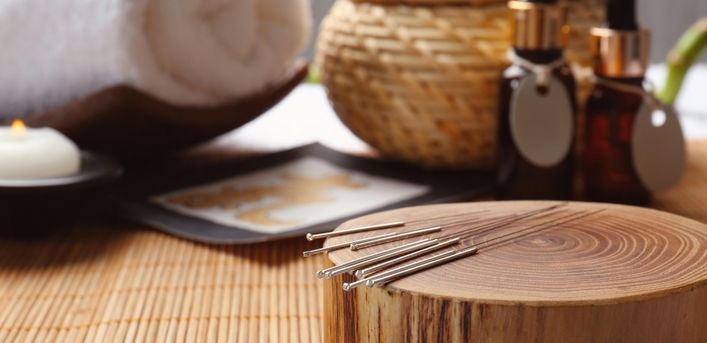 Acupuncture needles with chinese herbal oils