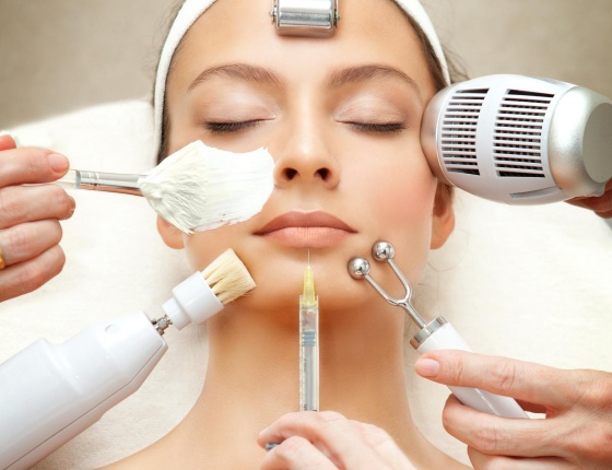 A lady having a softmesolgy beauty treatment in Cloud twelve spa.