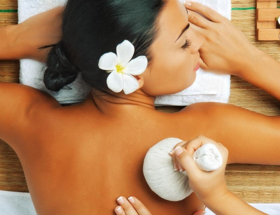 A lady is having an Ayurvedic Massage massage in Clout Twelve Spa in London